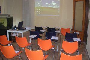 Sala conferenze con videoproiettore